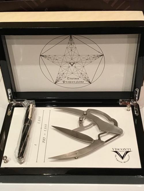 Ручка перьевая Visconti Divina Black Over