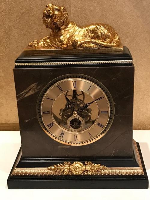 Часы каминные со львом